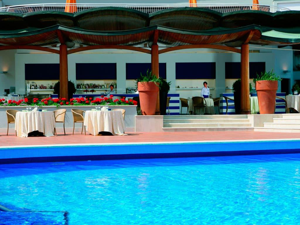 La Pagoda poolside bar